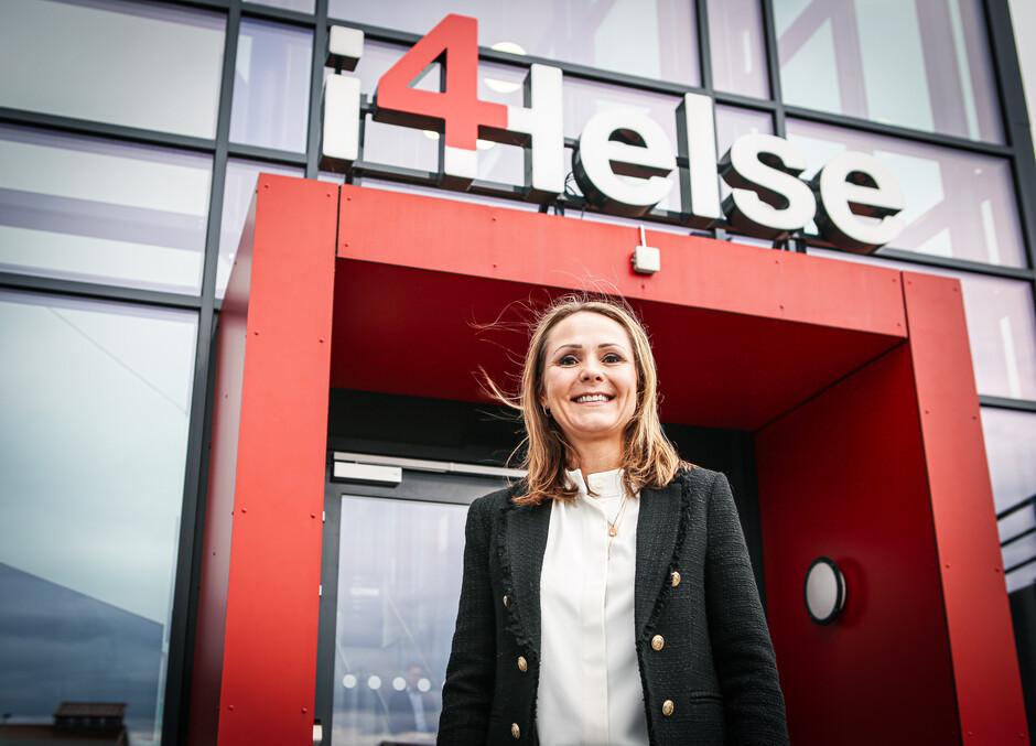 """Distrikts- og digitaliseringsminister Linda Hofstad Helleland tok nylig turen til Grimstad for å få økt kunnskap om prosjektet """"StaySafe""""."""